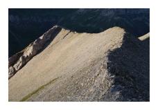 Sur le fil, ou l'art de mettre à profit le dernier replat herbeux avant le sommet.