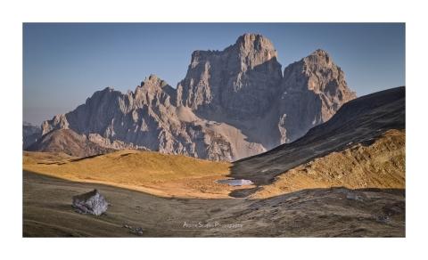 Le plateau de Mondeval, dominé par la silhouette imposante du Pelmo (Focale : 70mm, ISO : 100, Pose : 1/160s, Ouverture : f/9)