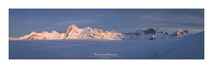 Les sommets occidentaux du Devoluy en version panoramique (Focale : 23mm (assemblage de 7 photos), ISO : 100, Pose : 1/200s, Ouverture : f/7)
