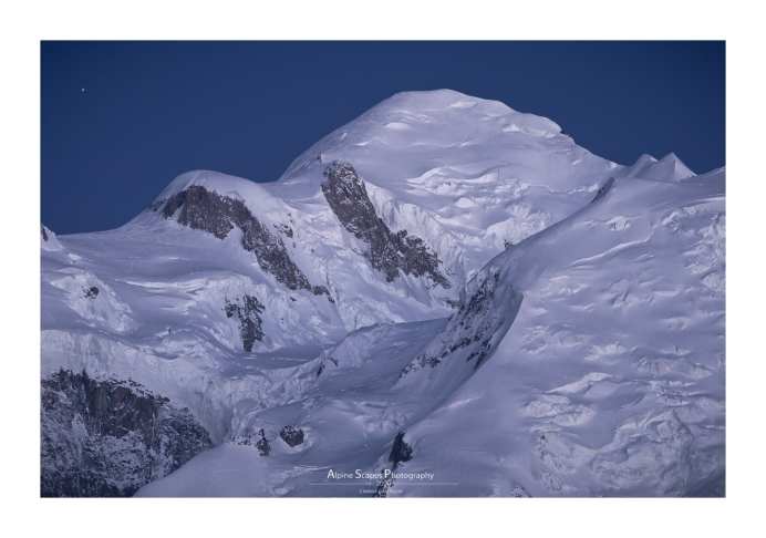 Le Mont-Blanc, heure bleue, Antares se lève (Focale : 200mm, ISO : 200, Pose : 5s, Ouverture f/10)