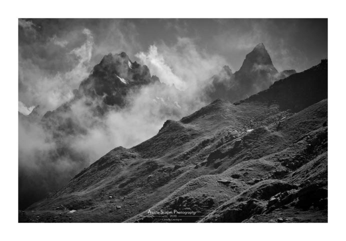 Belle surprise au détour d'un sentier à demi effacé avec cette vue sur le Roc de Pellegrin (à gauche) et le Puy Gris (à droite). Une image sans prétention mais je sais où revenir cet automne (Focale : 55m, ISO : 100, Pose : 1/800s, Ouverture : f/9)